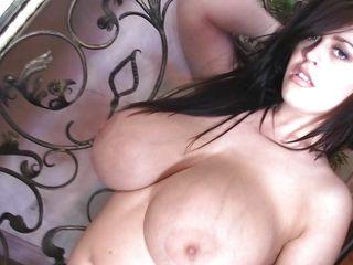 Порно красивая длинноволосая брюнетка